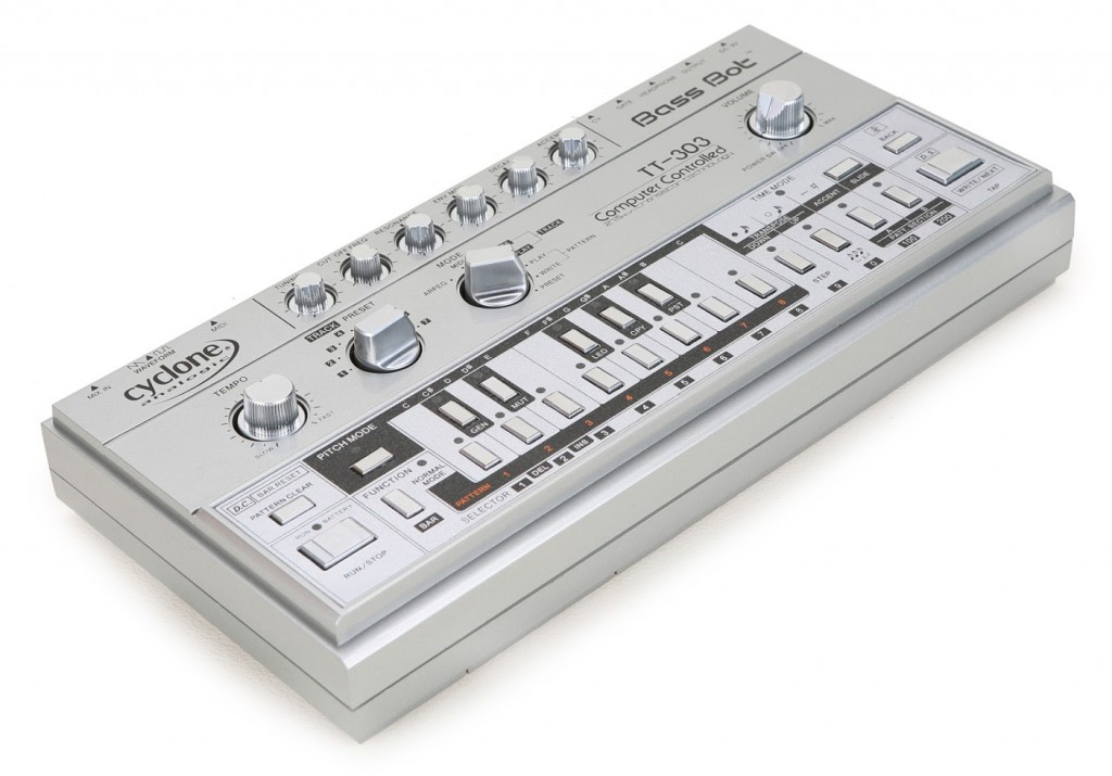 cyclone-bass-bot-tt-303_3