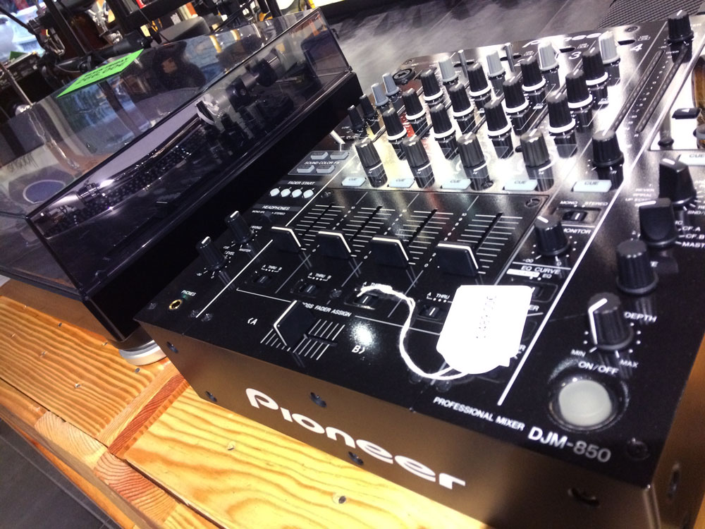 black-friday_dj_mixer_drunkat