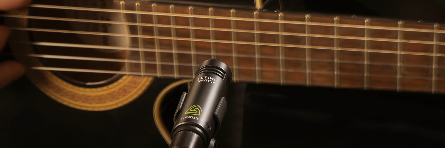 Lewitt Audio LCT 040 Match con una guitarra