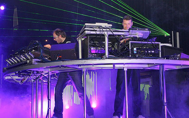 The Chemical Brothers, 20 trucos para tocar en directo